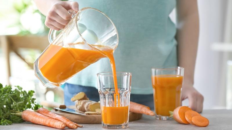 Nên uống nước ép cà rốt vào lúc nào