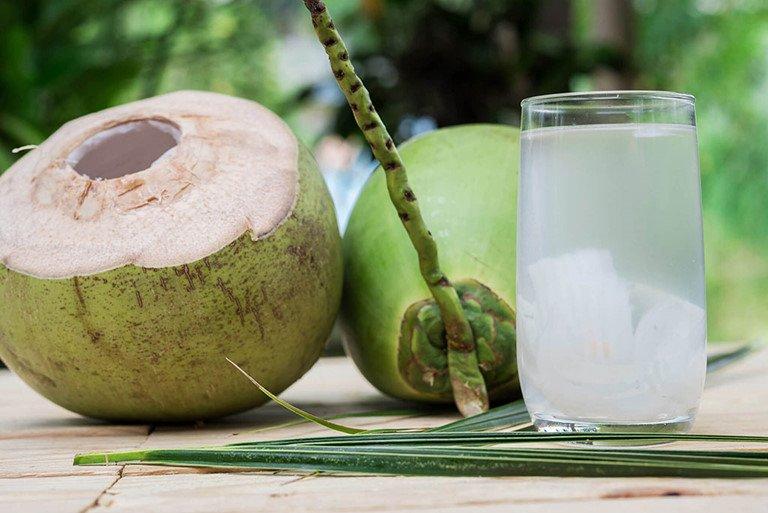 Nên uống nước dừa vào lúc nào trong ngày