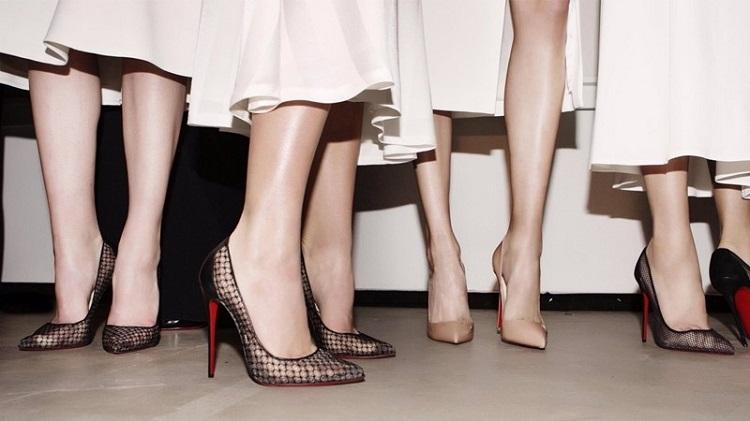 Cách che khuyết điểm sẹo ở chân khi mặc váy